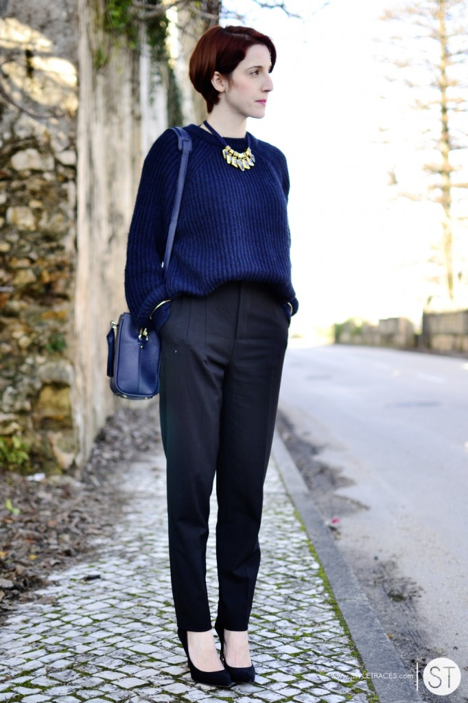 STYLETRACES-black and blue_street style_red head_warm chic_classic_stiletto_knit_ootd-04