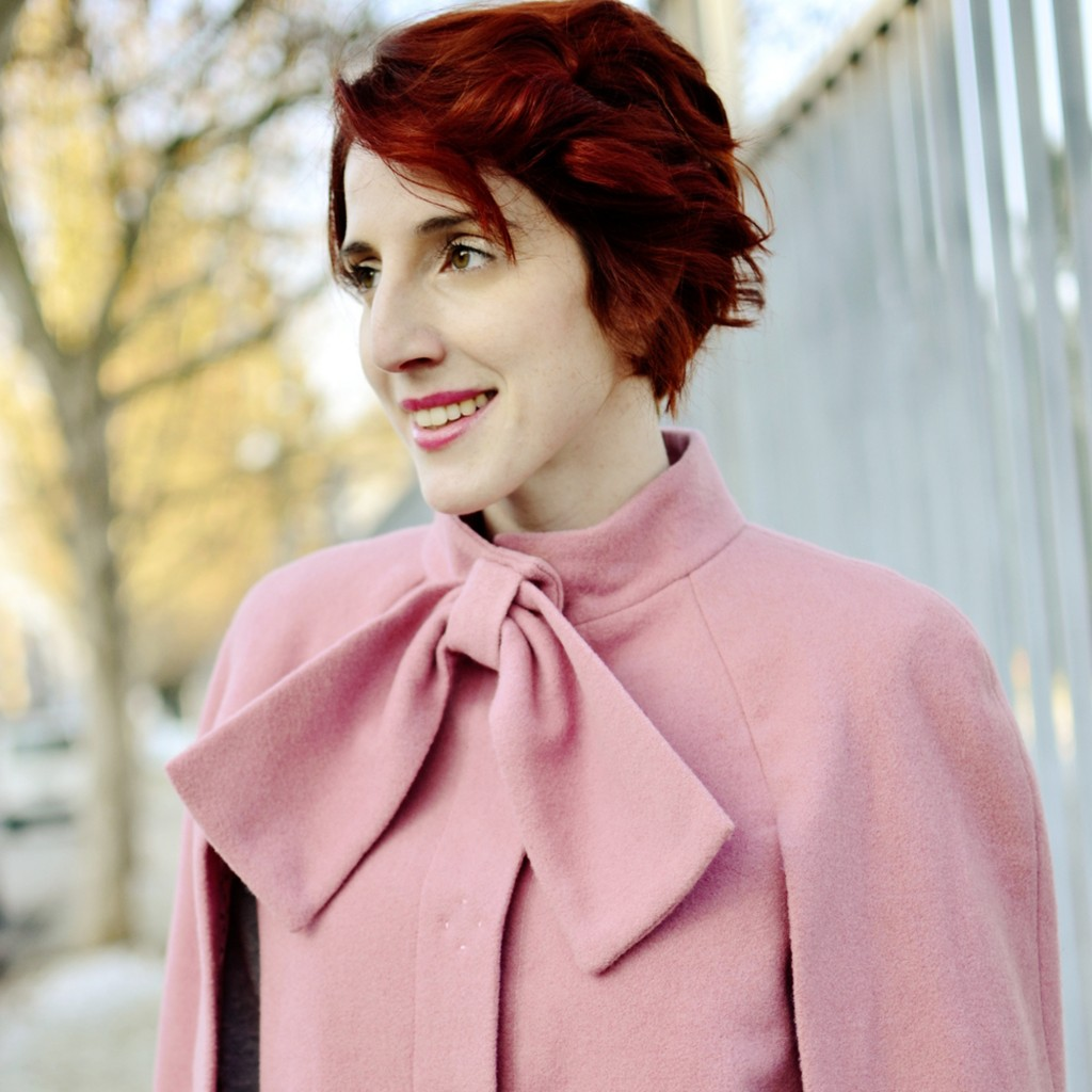 STYLETRACES-lasso pink cape_red head_blogger_street style_outfit_ootd_look do dia_red hair_burgundy_grey-000