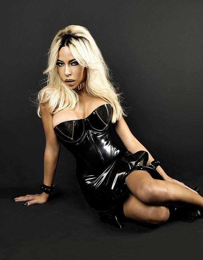 photoshoot_kaila_methven_sitting_black_dress_latex_madamemethven