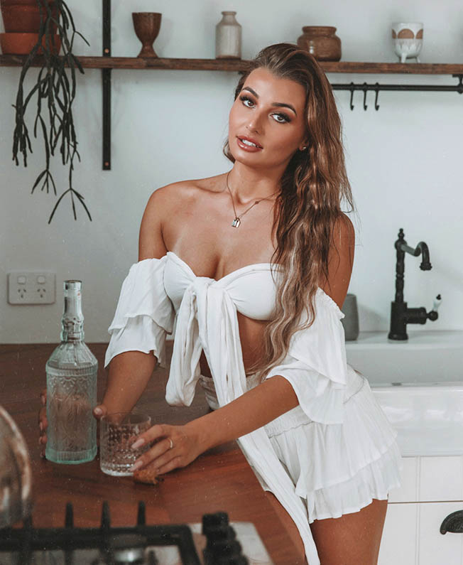 Laura4